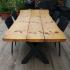 Terrassentisch aus Holzbohlen und Metall_3