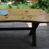 Terrassentisch aus Holzbohlen und Metall_5