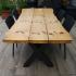 Terrassentisch aus Holzbohlen und Metall_6
