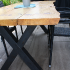 Terrassentisch aus Holzbohlen und Metall_7